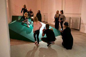 Omvisning i børnehøjde på Museet for Samtidskunst