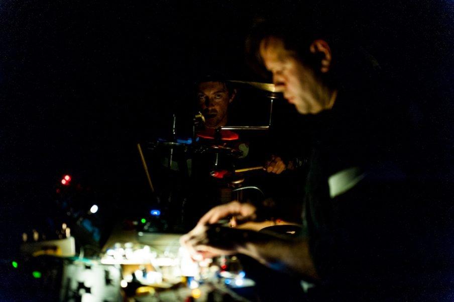 Performance af Andreas Emenius med musik af Henrik Vibskov og Trentemøller. Foto: Christian Brems