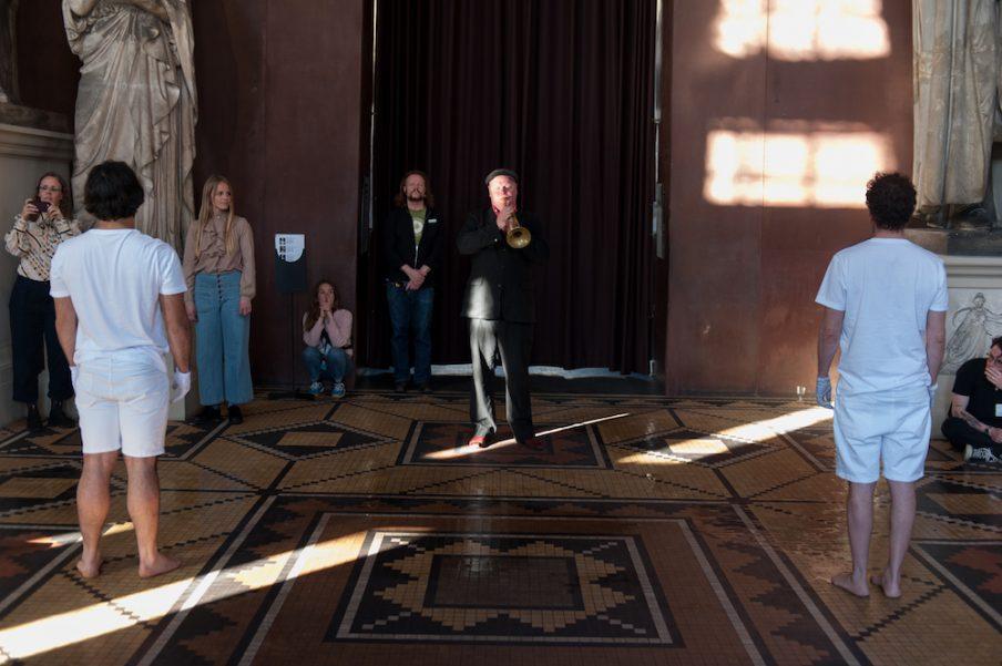 Performance af Hesseholdt & Mejlvang på Thorvaldsens Museum. Foto: Christian Brems