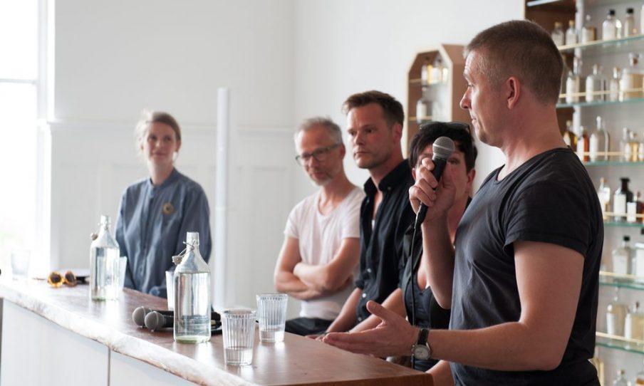 Vidensudveksling spiller en vigtig rolle under kunstugen, hvor danske og internationale navne deltager i debatter og seminarer om nye tendenser og kunstrelaterede problematikker. Foto: Christian Brems.