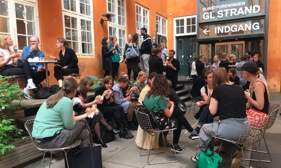 Som en del af vores brancheprogram mødtes 50 danske kunstnere og 25 udenlandske kuratorer i 2019 til en portfolio-visning på Gl. Strand. Foto: Frederikke Lind Larsen